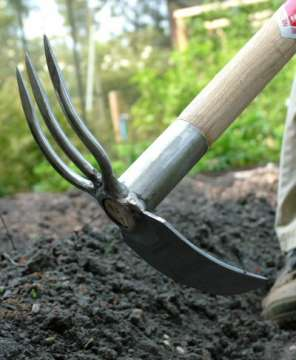 Frugal garden hand tools a guide low cost living for Common garden hand tools